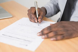 Negotiating Your Contract: Get a Recruiter in Your Corner